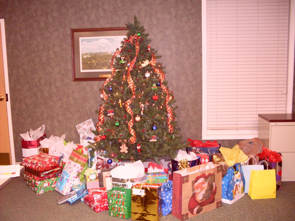 Employees of G&M Continue to Give Back with their Annual Christmas ...